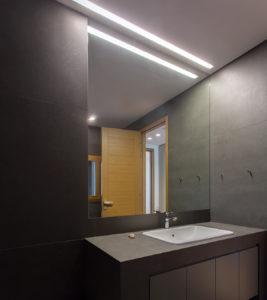Luci Per Lo Specchio Del Bagno.Come Progettare L Illuminazione A Led Per Il Bagno Blog Illuminante