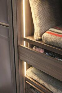 5 Idee con foto per illuminare una cabina armadio
